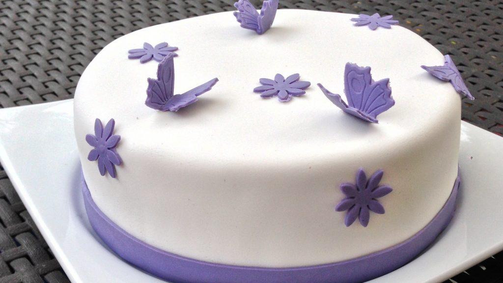 Comment faire la décoration d'un gâteau pate a sucre